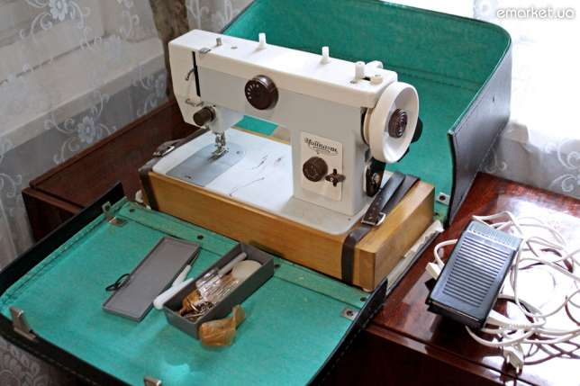 В прошлом веке швейная машина