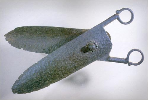 первые современные ножницы