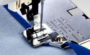 пришивание косой бейки с помощью швейной лапки
