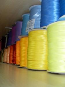 косая бейка у нас продается на бобинах и поштучно в небольших расфасовках